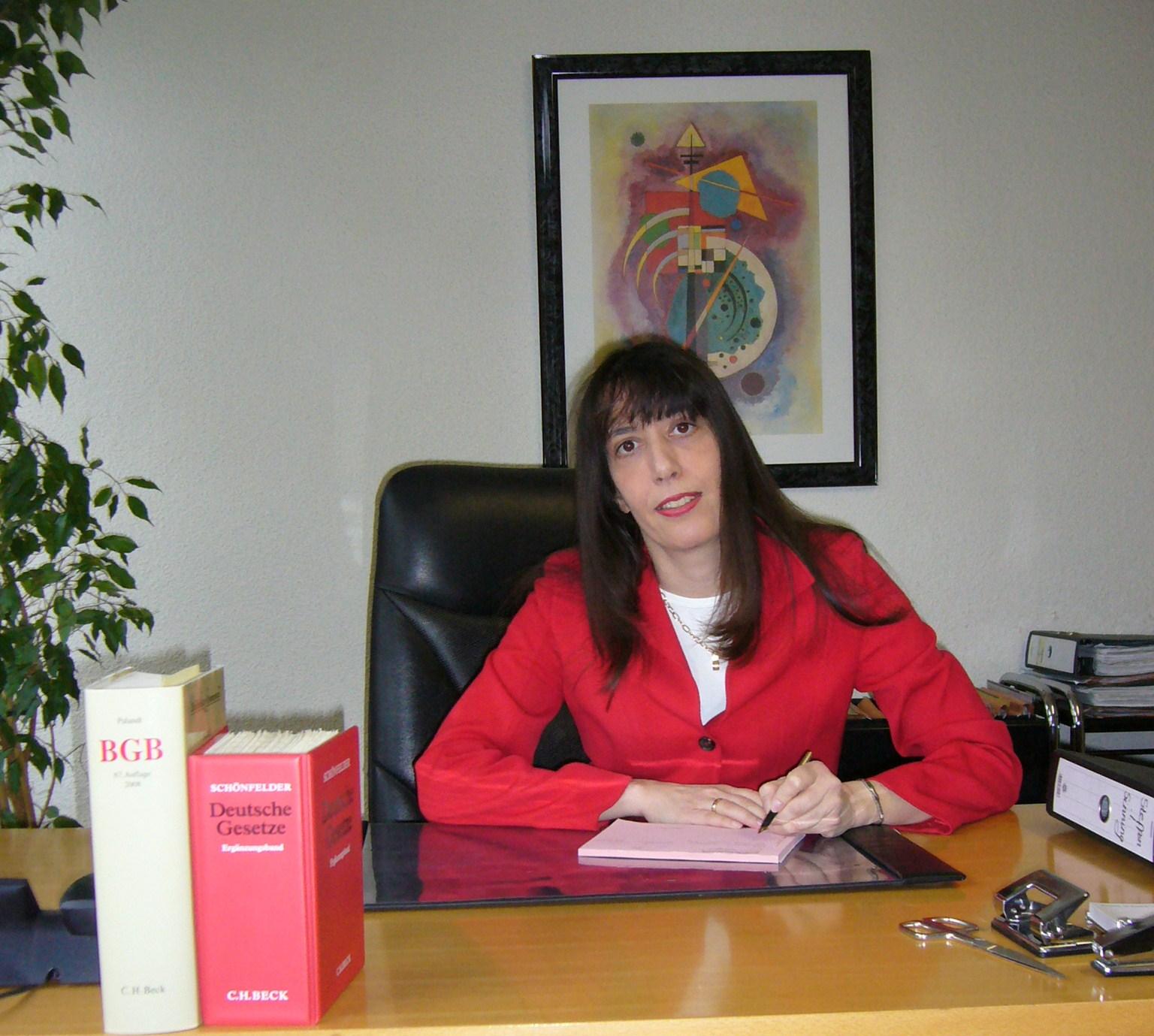 Internetseite der rechtsanwaltskanzlei yasmin rabhi in for Schreibtisch yasmin